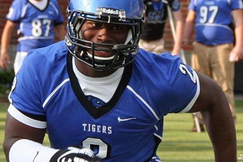 Reuben Foster: Should Gus Malzahn Keep Trooper Taylor to Secure 5-Star LB?