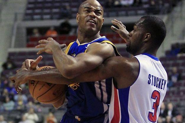 Stephen Curry Helps Warriors Top Pistons