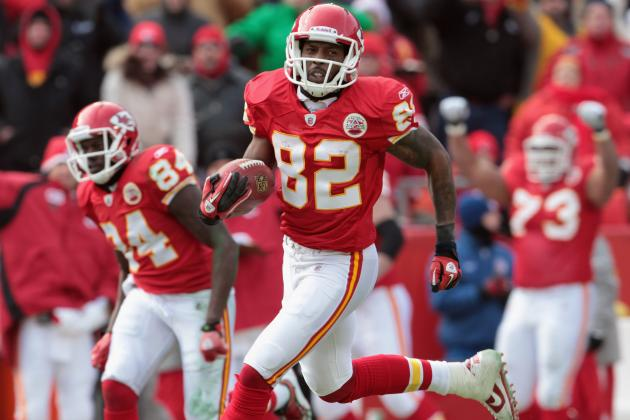 Dwayne Bowe: Chiefs Star WR Should Never Play Again for Kansas City
