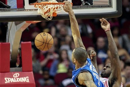 Dahntay Jones Posterizes Patrick Patterson (VIDEO)