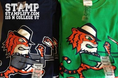 Auburn Screen-Printing Company Selling Pro-Notre Dame T-Shirts for Title Game