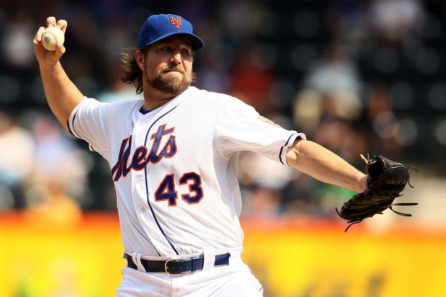 RA Dickey to Blue Jays: Twitter Erupts as Mets Trade Cy Young Winner to Toronto