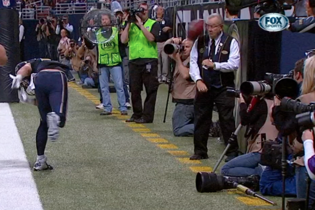 Rams WR Danny Amendola Hits a Stadium Worker in the Face with His TD Spike