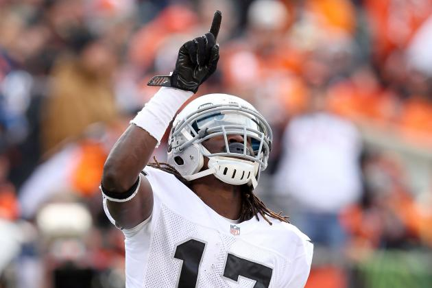 WR Denarius Moore Questionable to Return with Leg Cramps