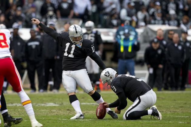 Oakland Raiders Offensive Line Gets Help from a Pigeon