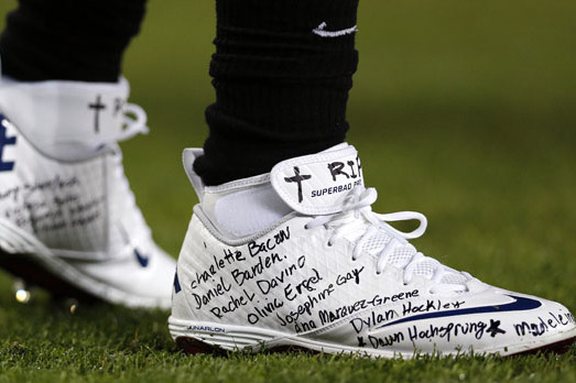 Titans' Chris Johnson Honors All Sandy Hook Victims On Cleats