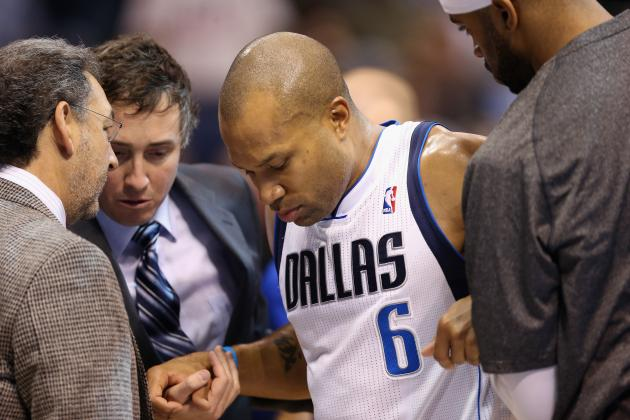 Derek Fisher Strains Right Knee, Doubtful to Return