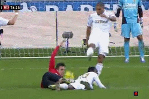 Sir Alex Ferguson Calls for Ashley Williams Ban After Robin van Persie Incident