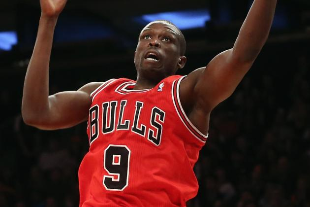 Bulls' Deng Sprains Right Ankle vs. Rockets