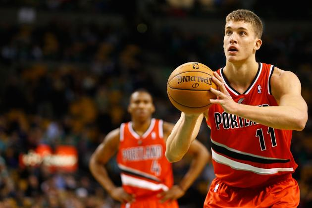 Meyers Leonard Can Now Play 'Jingle Bells'