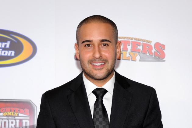 Jon Anik Fills in for an Ill Mike Goldberg for UFC 155 Announcing Duties