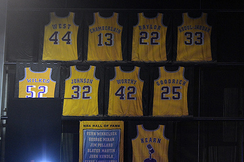 Jamaal Wilkes' No. 52 Raised to Lakers' Rafters