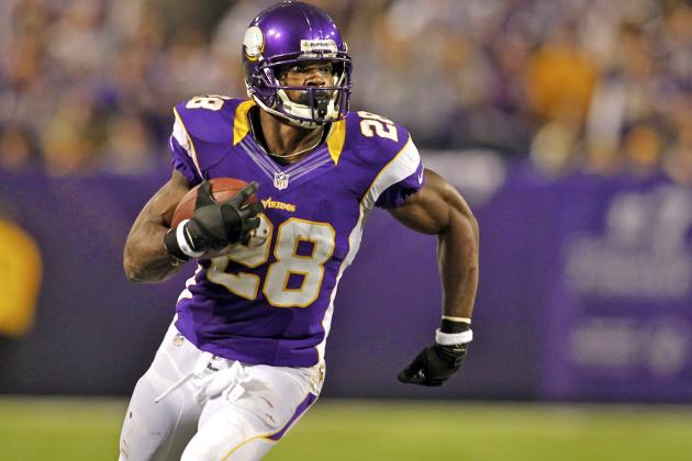 Adrian Peterson Breaks 2,000 Yards Rushing in 2012-13