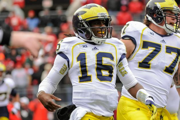 Denard Robinson Breaks NCAA Record for Rush Yards by a QB