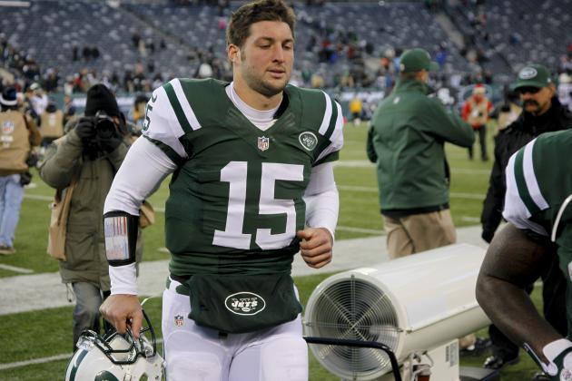 Jets' Tim Tebow Benched in Hilarious Dick's Sporting Goods Display
