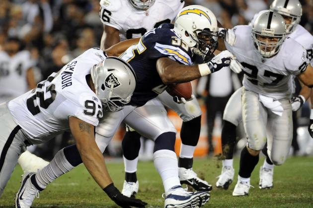 Oakland Raiders: Re-Signing Richard Seymour Should Be a Priority in Offseason