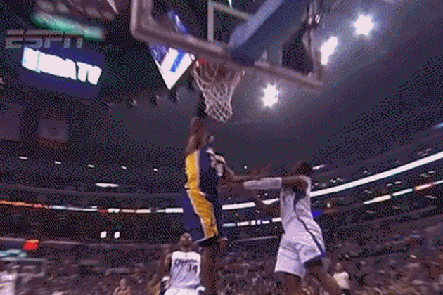 Blake Griffin and Kobe Bryant Treat LA Fans to Dunk Show