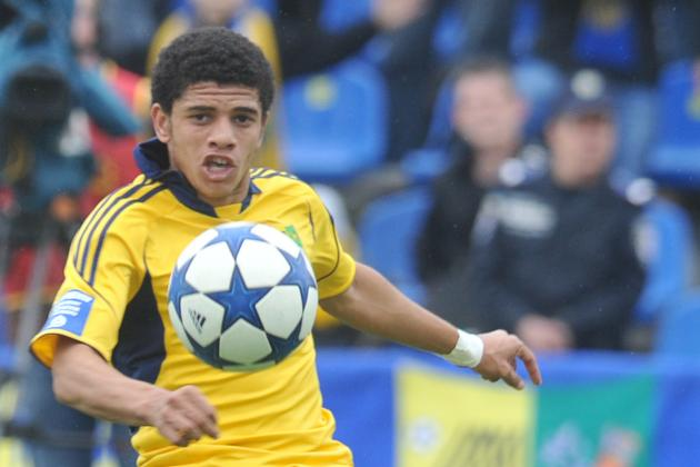 Chelsea Close in on Metalist's Taison