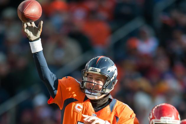 Peyton Manning Adjusts Well to Playing with a Right-Hand Glove