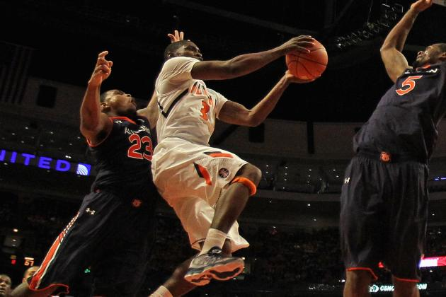 VIDEO: Illinois' Brandon Paul Dunks over Trevor Mbakwe
