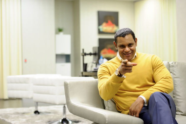 Sammy Sosa Doesn't Understand Pinterest, Points at Things