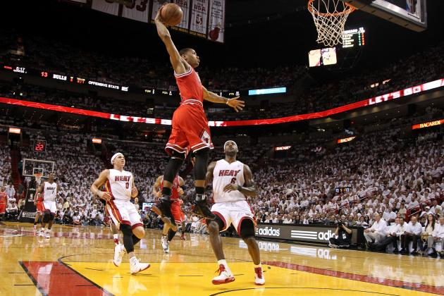 Derrick Rose is Dunking Again