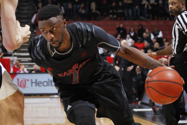 Cincinnati PG Leaves Game, Will Undergo MRI on Knee