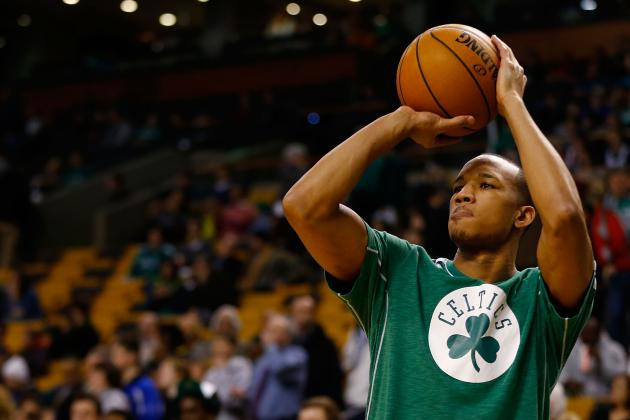 Report: Boston Celtics Guard Avery Bradley Injures Rib, Listed as Questionable