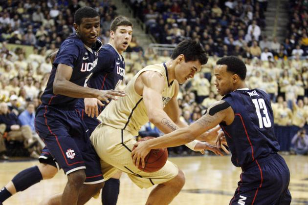 Huskies Comeback Falls Short; Pitt Wins, 69-61