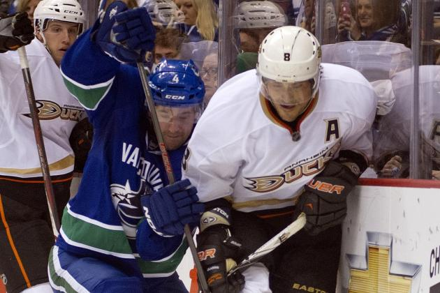 Teemu Selanne Helps Ducks Ease Past Canucks