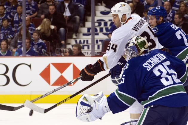 Canucks Starter Cory Schneider Pulled for Roberto Luongo