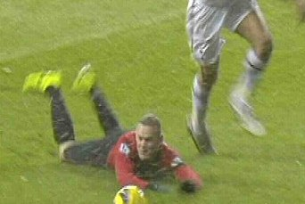 Fergie Fumes at Officials After Rooney Is Denied Penalty in Dramatic Spurs Draw