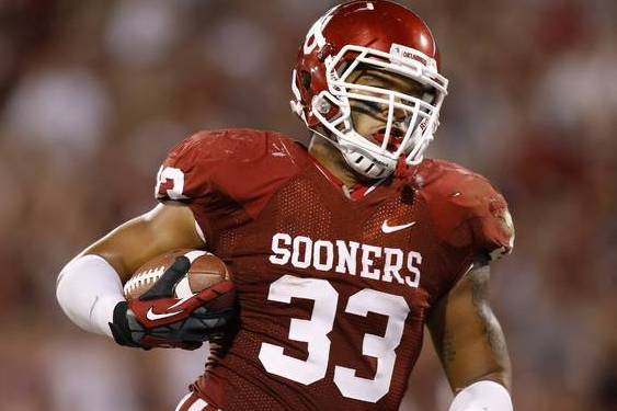 Sooner Coaches Need to Put the Football in Trey Millard's Hands