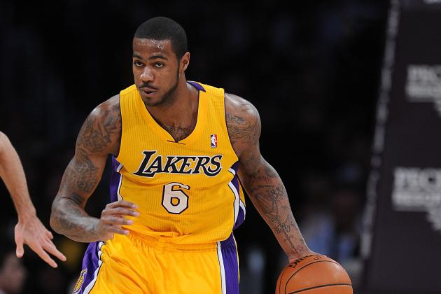 Lakers vs. Bulls: Strong Performance from Earl Clark Shows He Should Start More