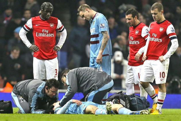 West Ham Defender Danny Potts Stretchered off After Scary Collision