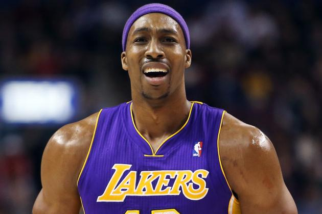 Dwight Howard Leaves Game After Injuring Shoulder