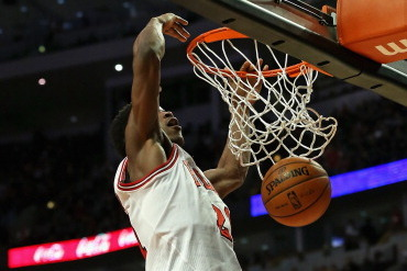 Jimmy Butler Dunks on Greg Monroe (VIDEO)
