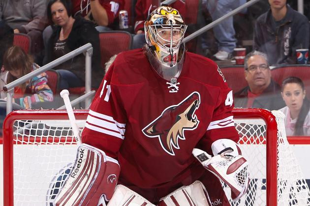 Phoenix Coyotes Goalie Mike Smith Leaves with Lower-Body Injury