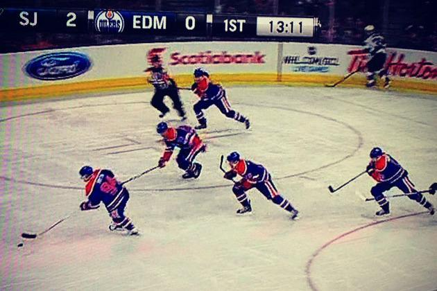PHOTO: Edmonton Oilers Pull Off the Flying V