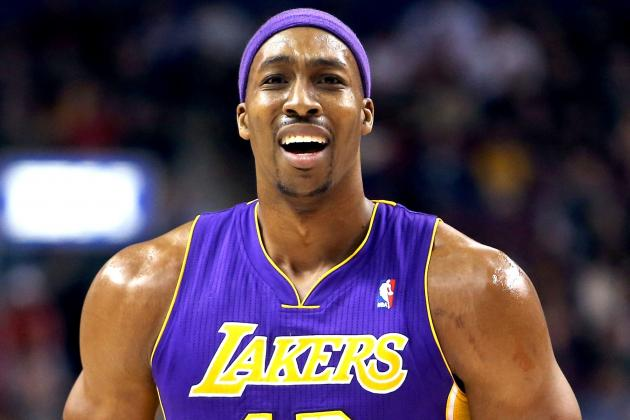 Dwight Howard's Injured Shoulder the Least of L.A. Lakers' Many Worries