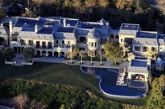 Tom Brady and Gisele Bundchen Live in a Sick Mansion with a Moat