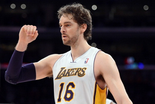 Pau Gasol Sets Aside Concerns, Settles into Role