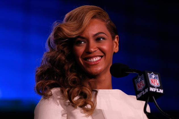 Beyonce Sings National Anthem, Says She Won't Lip Sync Super Bowl Halftime Show