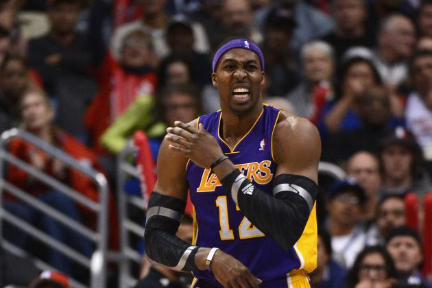 Lakers Center Howard Flies Home to Treat Shoulder