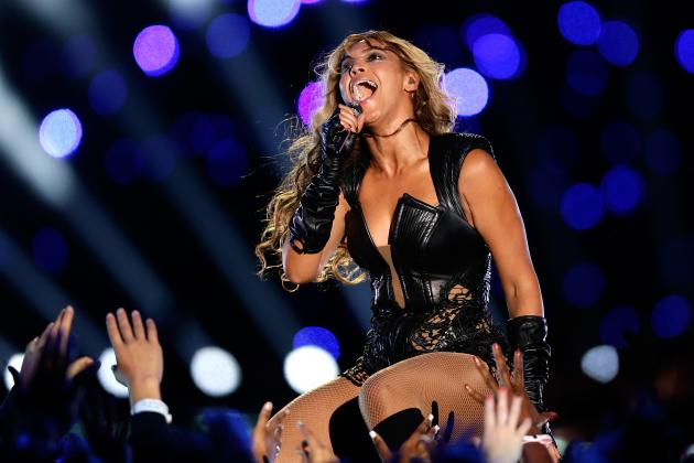 Super Bowl Halftime Show 2013: Boring Act Proves Big Game Should Go Back to Rock