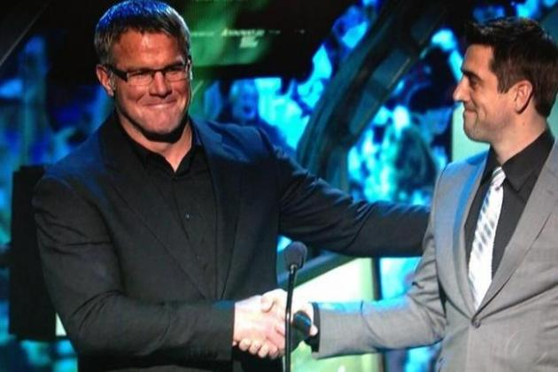 Favre, Rodgers Share Humorous 'Awkward' Moment