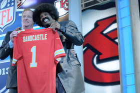 Super Bowl Ads 2013: Leon Sandcastle Stands out Among Lackluster Commercials