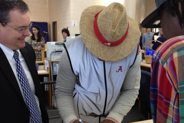 'Bama Recruit Signs Dressed as Saban