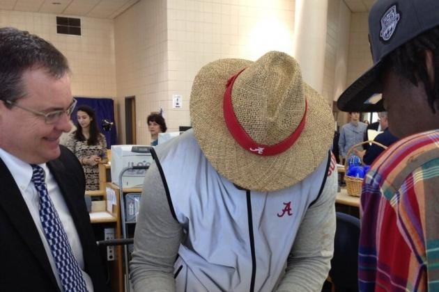 PHOTO: Reuben Foster Signs for Alabama in Saban Straw Hat