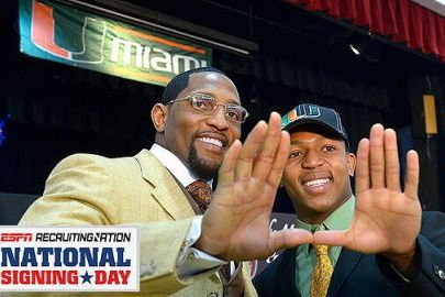 Ray Lewis and Son Throw Up the 'U'
